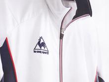 スポーツメーカーの動きやすい白衣・介護ユニフォーム1