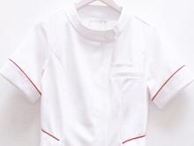スポーツメーカーの動きやすい白衣・介護ユニフォーム2